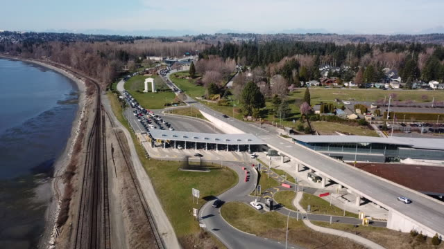aerial view blaine border crossing canadian american american - kanada stock-videos und b-roll-filmmaterial