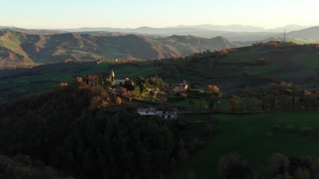 Luftbild Land Szene von Mittelitalien, Buonalbergo – Video
