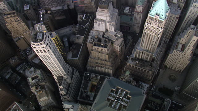 luftbild downtown manhattan - financial district, new york, usa - stadtzentrum stock-videos und b-roll-filmmaterial