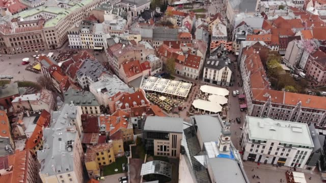 aerial view. drone flies above historic center of riga, latvia. - латвия стоковые видео и кадры b-roll