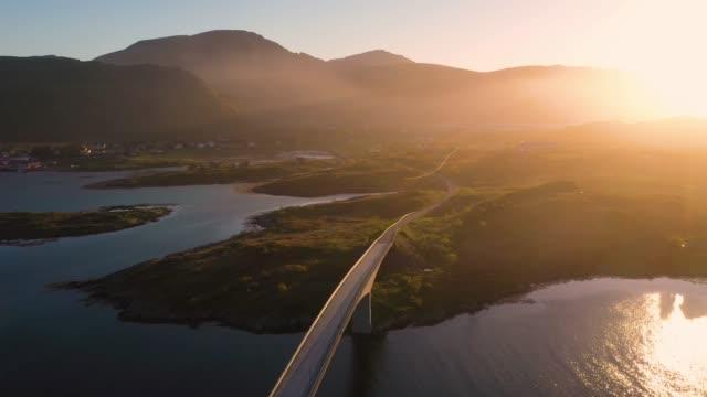 空中写真。フレヴァン橋の上空を飛行, ロフォーテン諸島, ノルウェー, - 大西洋点の映像素材/bロール