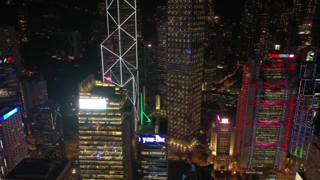 4k aerial view footage of hong kong beautiful night scenes at central district - центральный район стоковые видео и кадры b-roll