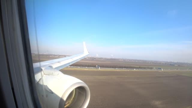 stockvideo's en b-roll-footage met luchtfoto vanuit een vliegtuig landt op amsterdam schiphol airport - schiphol
