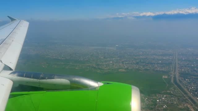 鳥圖從下降的飛機 - 亞洲中部 個影片檔及 b 捲影像