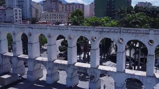 vídeos de stock e filmes b-roll de aerial view from lapa, arcos da lapa and downtown rio de janeiro - lapa