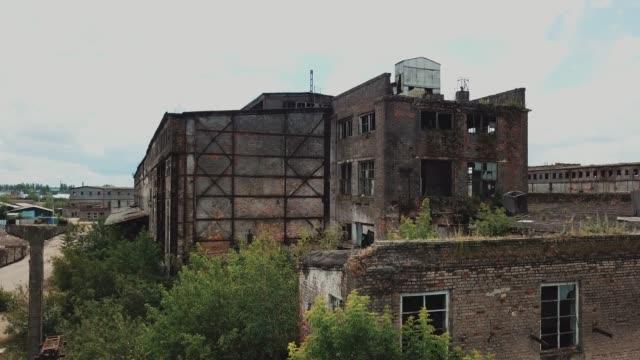 廃工場に空から眺め. - 錆びている点の映像素材/bロール