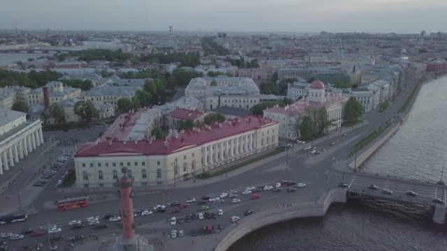 aerial view from water to city in the center of saint petersburg on a sunny evening - rappresentazione umana video stock e b–roll