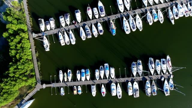 vista aerea porto dell'arcipelago di stoccolma - arcipelago video stock e b–roll