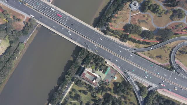 都市を通る航空写真ハイウェイ - 中国 広州市点の映像素材/bロール