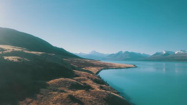 vídeos y material grabado en eventos de stock de vista aérea del paisaje de la cordillera - nueva zelanda