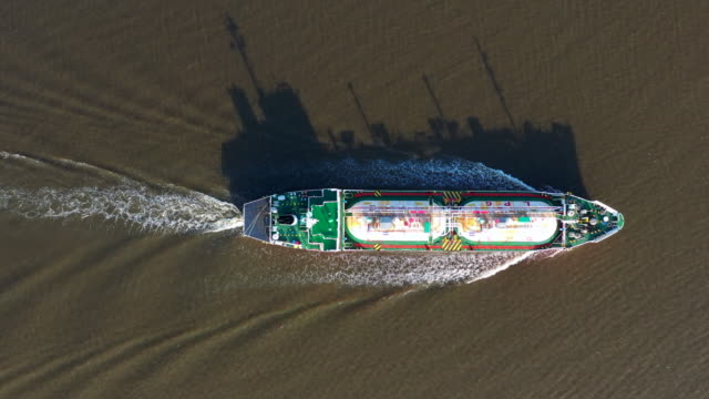 aerial view liquefied petroleum gas (lpg) tanker, tanker ship logistic and transportation business oil and gas industry. - nave cisterna video stock e b–roll