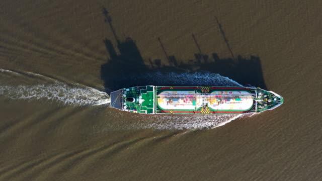 flyg foto: gasol (lpg) tank fartyg logistik och transport företag olje-och gas industrin. - tankfartyg bildbanksvideor och videomaterial från bakom kulisserna