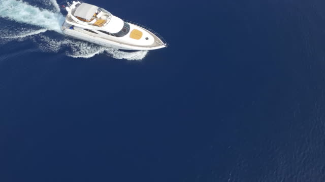Luftbild-Luxus-Yacht am Meer – Video