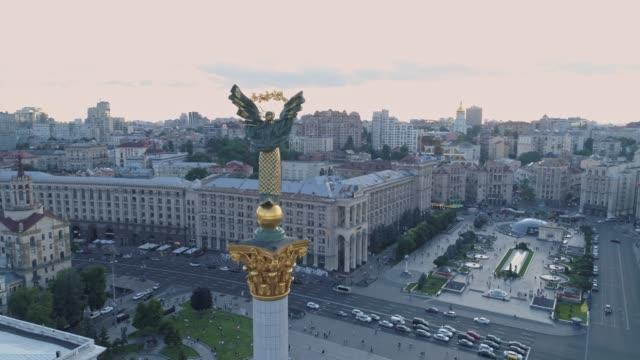vídeos y material grabado en eventos de stock de vista aérea. monumento de la independencia en kiev kiev, ucrania. 4k - ucrania