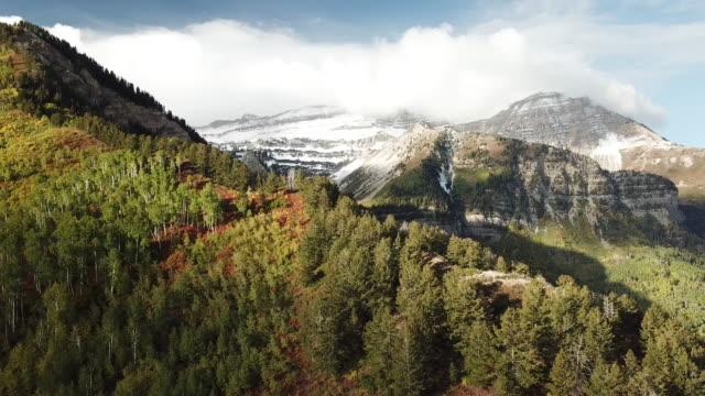 flygfoto bergen i höst - klippiga bergen bildbanksvideor och videomaterial från bakom kulisserna