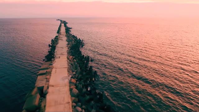 veduta aerea di un disgelo nel mar baltico - lettonia video stock e b–roll