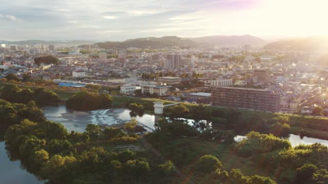 夕暮れ時の日本の都市の空中写真 - 地域点の映像素材/bロール