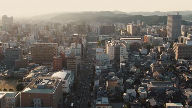 夕暮れ時の日本の都市の空中写真 - 日本文化点の映像素材/bロール