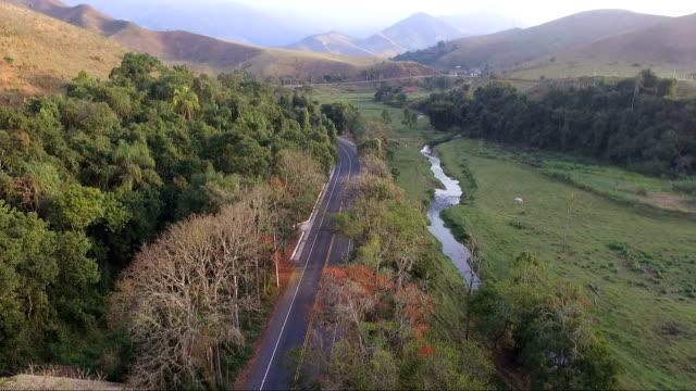 Vista aérea de uma estrada - vídeo