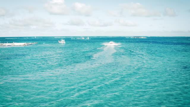 Luftaufnahme eines Schnellbootes in der Karibik – Video