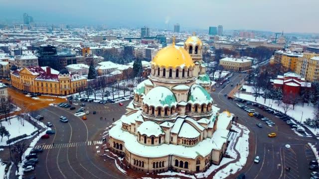 vídeos de stock, filmes e b-roll de vista aérea da catedral de alexander nevsky/sófia-bulgária - cultura grega