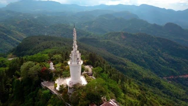 vídeos de stock e filmes b-roll de aerial view of ambuluwawa temple in sri-lanka, beautiful landscape with green mountains - sri lanka