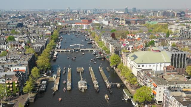 flyg foto över amstel canal i amsterdam - drone amsterdam bildbanksvideor och videomaterial från bakom kulisserna