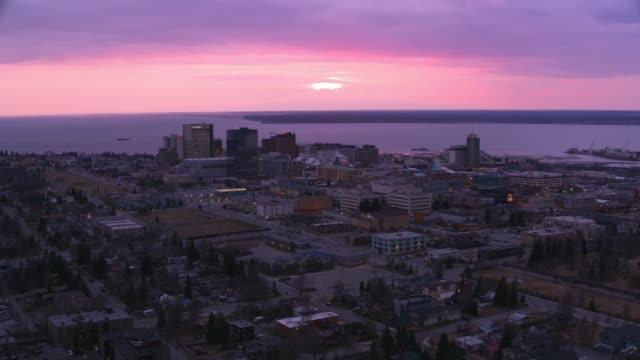 aerial view of anchorage, alaska at sunset. - alaska stato usa video stock e b–roll