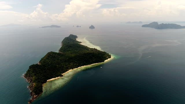 tayland andaman denizi'nin havadan görünümü - andaman denizi stok videoları ve detay görüntü çekimi