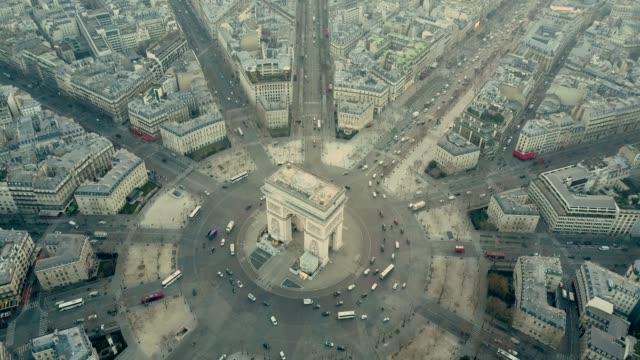 vídeos y material grabado en eventos de stock de vista aérea del arco del triunfo en parís - francia