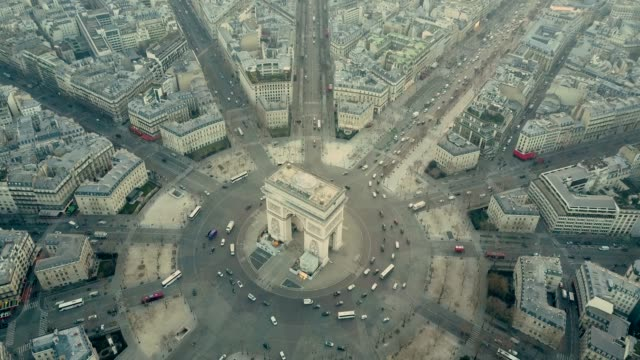 aerial view of arc de triumph in paris - francja filmów i materiałów b-roll