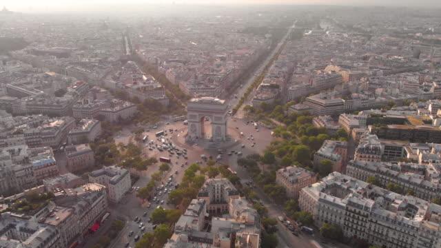 aerial view of arc de triumphe - parigi video stock e b–roll