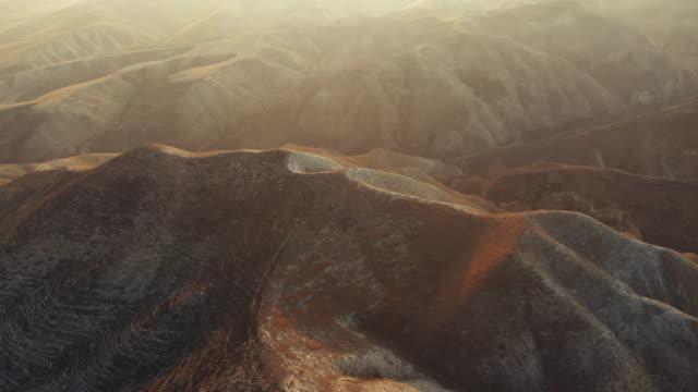 vidéos et rushes de vue aérienne du paysage aride - vallée