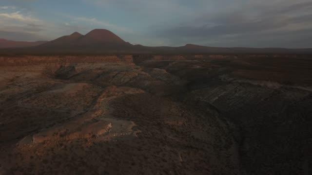 stockvideo's en b-roll-footage met luchtmening van atacama woestijn, chili, zuid-amerika - maasvallei