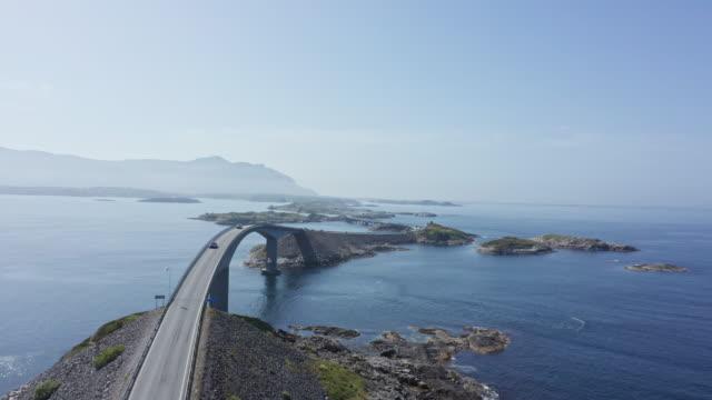 vídeos de stock e filmes b-roll de aerial view of atlantic way on west coast of norway - noruega