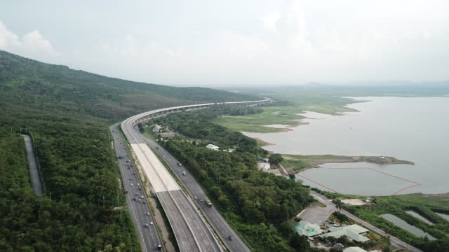 vídeos de stock, filmes e b-roll de vista aérea de bang pa em - nakhorn ratchasima province motorway na tailândia - nordeste