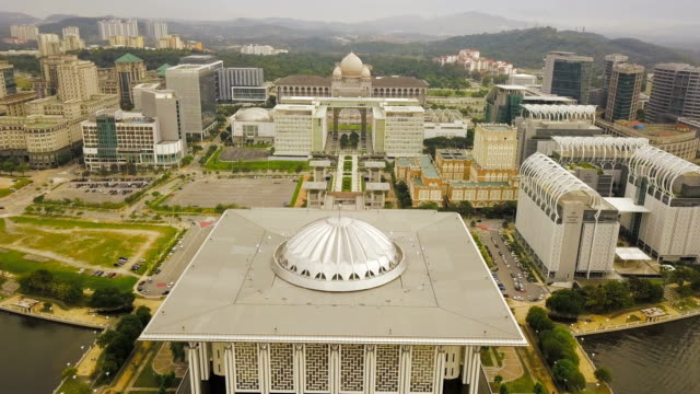 aerial view of beautiful federal government mosque - tuanku mizan zainal abidin mosque or iron mosque, putrajaya,malaysia - malese video stock e b–roll