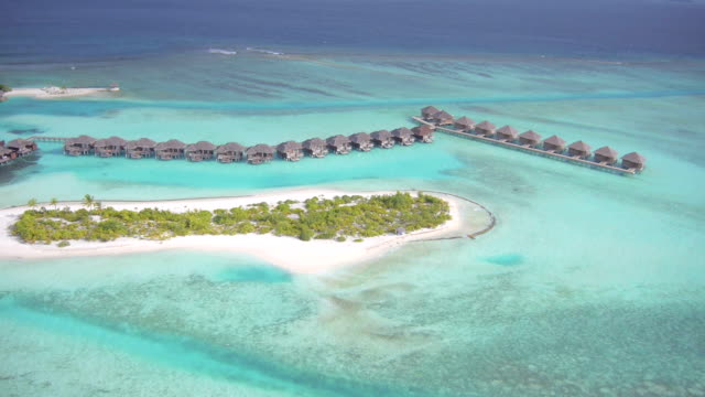 luftbild des schönen malediven - sun chair stock-videos und b-roll-filmmaterial