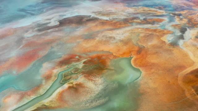 stockvideo's en b-roll-footage met luchtmening van mooie natuurlijke vormen en texturen - geologie