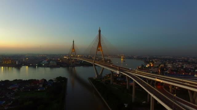flygvy över bhumibol bridge bangkok thailand - kungen av thailand bildbanksvideor och videomaterial från bakom kulisserna