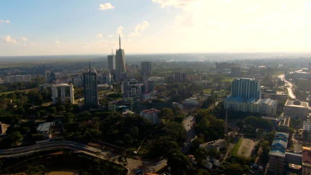 vídeos de stock e filmes b-roll de aerial view of big city in africa with big buildings - quénia