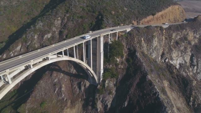 vídeos de stock e filmes b-roll de 4k aerial view of bixby creek bridge in big sur california usa - big sur