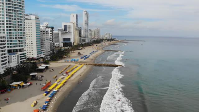 flygfoto över bocagrande ligger i cartagena colombia - strandnära bildbanksvideor och videomaterial från bakom kulisserna