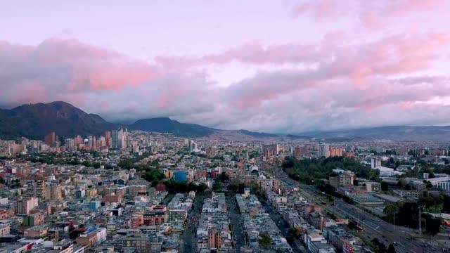 ボゴタ、コロンビアの航空写真。 - コロンビア点の映像素材/bロール