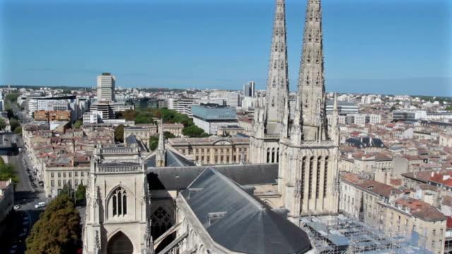 bordeaux - fransa havadan görünümü - katedral stok videoları ve detay görüntü çekimi