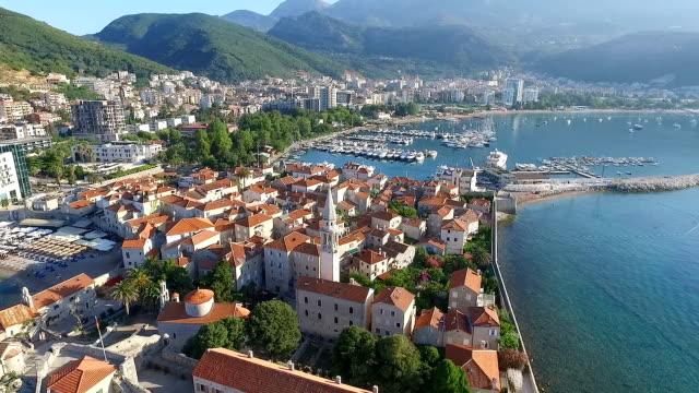 vídeos de stock, filmes e b-roll de vista aérea de budva. montenegro - vinho do porto