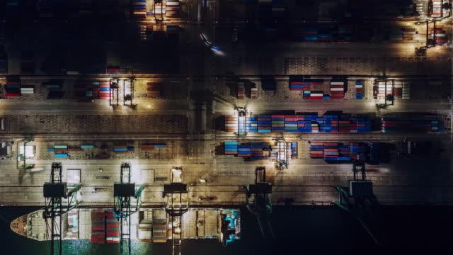 vídeos y material grabado en eventos de stock de vista aérea t/l pan del puerto industrial ocupado - anclado