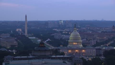 veduta aerea della capitol dome e della library of congress al crepuscolo. - culture video stock e b–roll