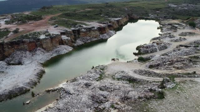capitolio 'nun lagün, minas gerais, brezilya havadan görünümü. furnas barajı. tropikal seyahat. seyahat yeri. tatil seyahati. - minas gerais eyaleti stok videoları ve detay görüntü çekimi