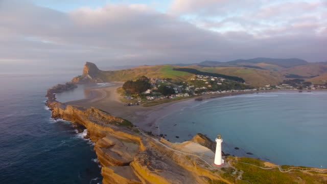 vídeos de stock e filmes b-roll de aerial view of castlepoint lighthouse. - wellington